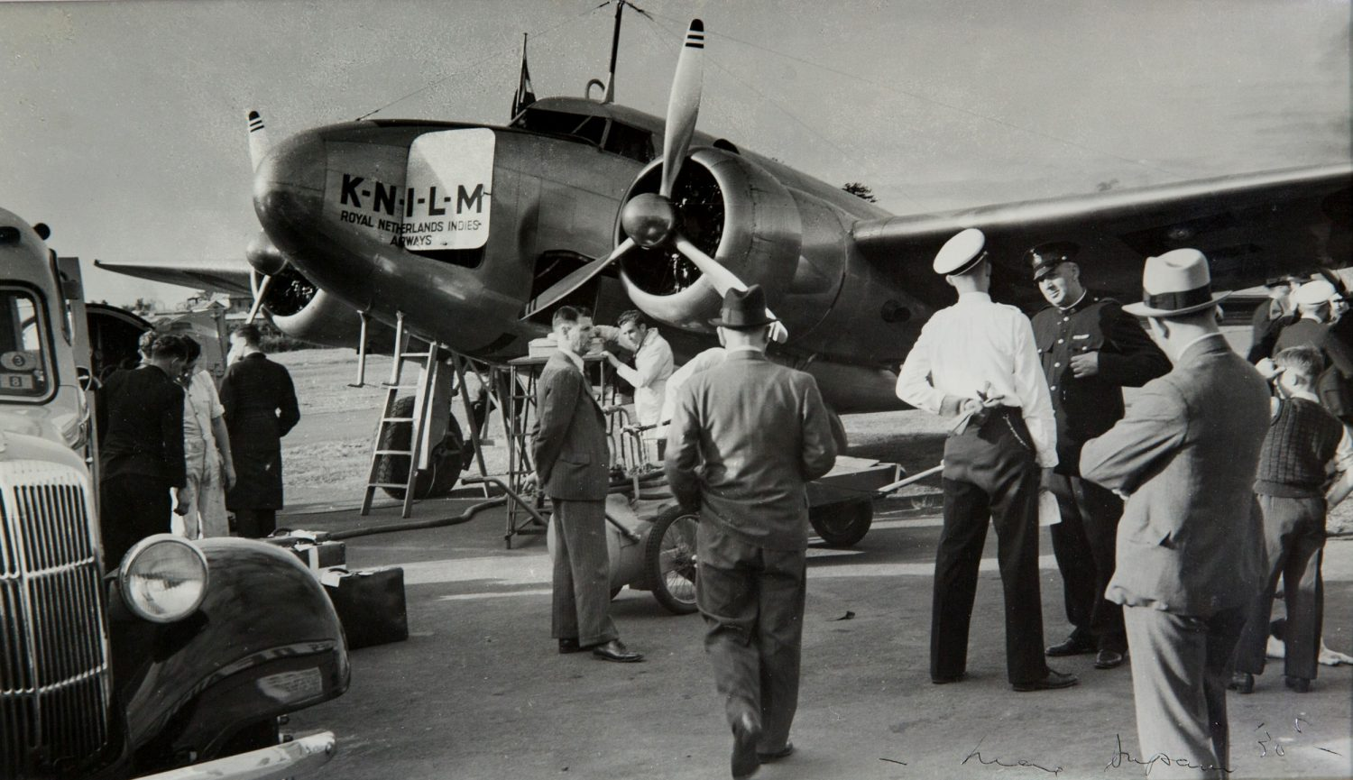 Max Dupain, At Kingsford Smith Airport